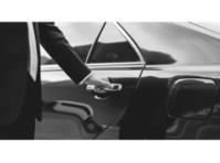 Bonamigo Limousines (1) - Car Transportation
