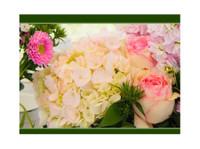 Englewood Florist (1) - Gifts & Flowers