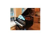 McBrayer's Award Piano (1) - Electrical Goods & Appliances