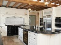 Owner Managed Homes (2) - Constructori, Meseriasi & Meserii
