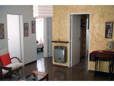 Cozy And Bright 2 Bedroom Apartment. Great Location - Apartemen