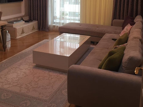 Port Baku rent apartment, 3 rooms, VIP - Parking Spaces