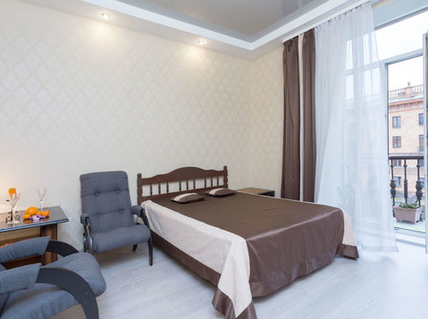 1 room apartment on Nezavisimosti 23 ( Oktyabrskaya place) - 假期出租
