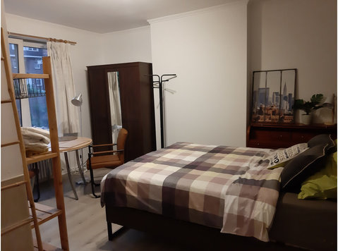 Room to rent near Brugmann hospital - Συγκατοίκηση