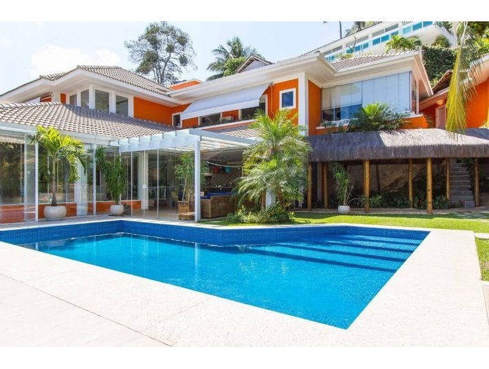 Housing for sale in rio de janeiro brazil for Full house house for sale