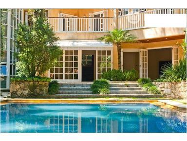 Luxury 4 ensuites modern house with pool sauna garden garage - Case
