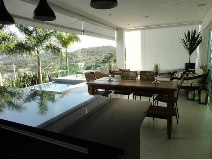 Modern huge 4 suites condo house with full recreation area for Houses for sale with suites