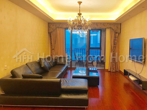 Upper Lakeshore/3 bdrms/near Jinji lake - Апартаменти
