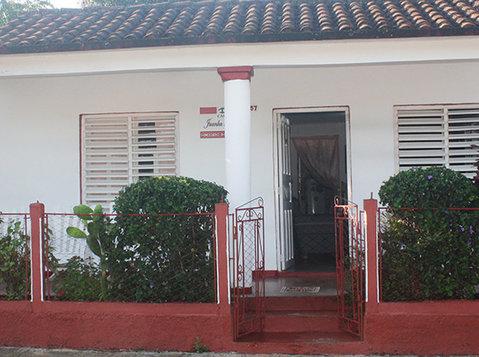 Casa Juanka & Yudy - வீடுகள்