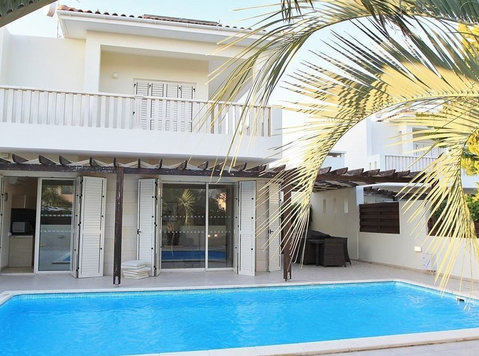 Gorgeous Family Villa At Larnaca Bay Resort - Rumah