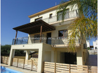 4 bedroom detached house with swimming pool Ref:1341 - Houses