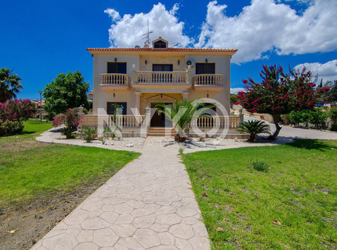 4 bedrooms + office detached house unfurnished with sea view - בתים