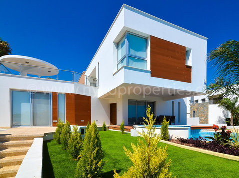 Yermasoyia area - 5 bedrooms detached villa - Houses