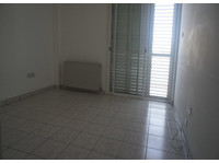 One floor apartment with three bed in Makedonitisa, Nicosia - Apartments