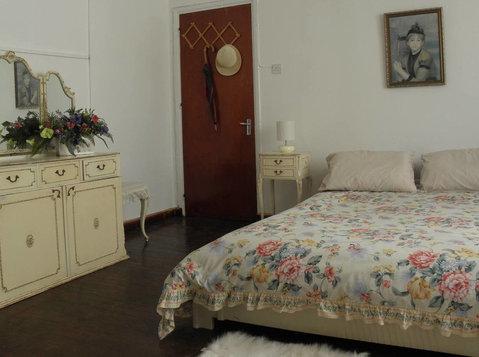Double room In a 4 bedroom house - Huizen
