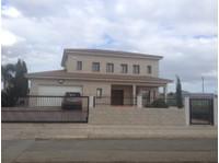 Πωλείται οικία στους Αγίους Τριμιθιάς 4ων υπνοδ. 600000 - Σπίτια