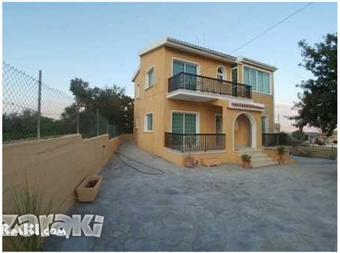 Detached villa 3 bedroom f/f in Stroumbi village - Σπίτια