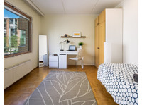 Rooms in tidy and fully furnished shared apartment. - Flatshare