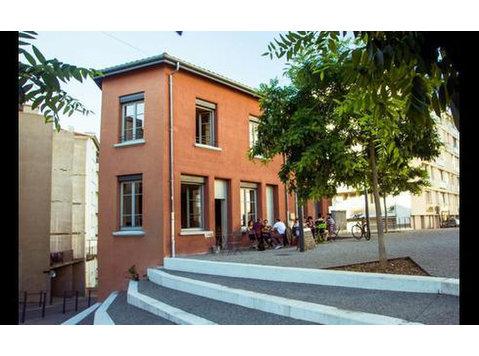 Rue Paul Appel, Saint-Étienne : 1709092 - Apartments