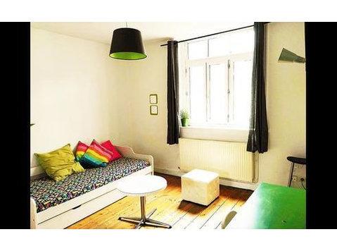 Rue de l'Hôpital Militaire, Lille : 1172717 - Apartments
