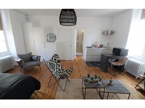 Rue Raymond Poincaré, La Roche-sur-Yon : 1515868 - Apartments