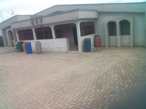 6 Bedroom 4 Sale @ Accra Ablekuma Fan Milk - Dom
