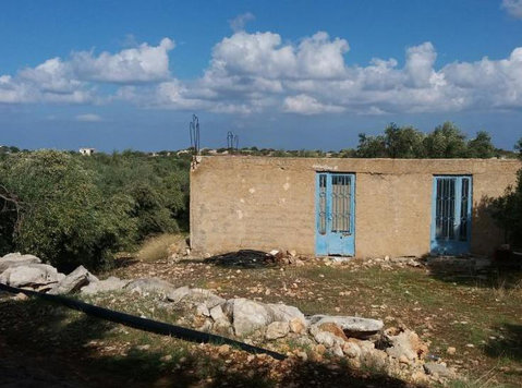 House with garden in a village 7km from Sitia. - Hus