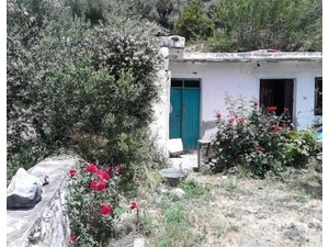 Old house for renovation of 90m2 approx in Agios Stefanos - Houses