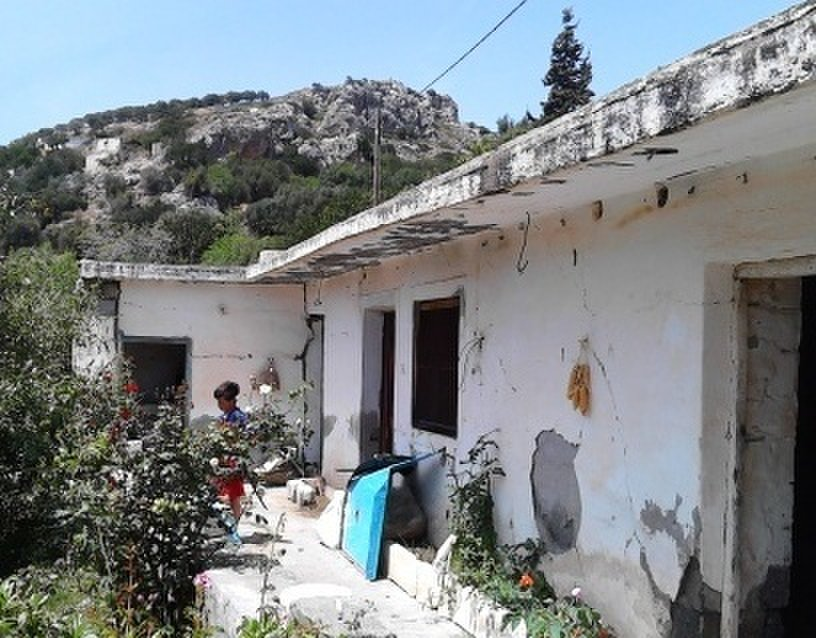 Old house for renovation of 90m2 approx in agios stefanos for Classic 90s house vol 2