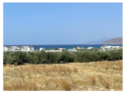 Plot of land of 1600m2 just 500meters from the sea. - Arsa