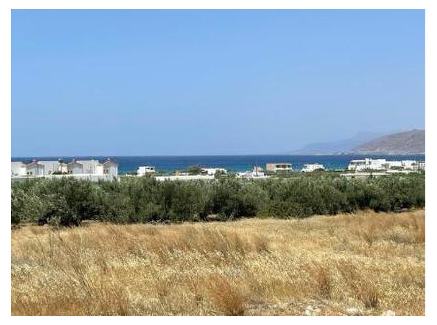 Plot of land of 1600m2 just 500meters from the sea. - Land