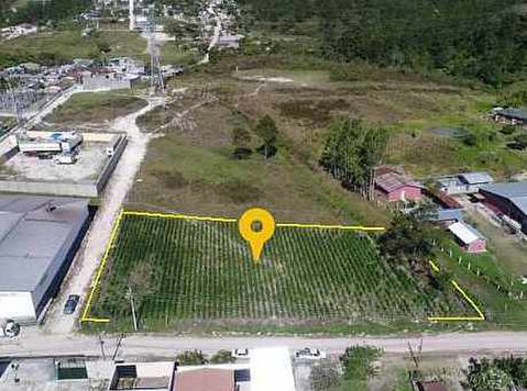 Polígono industrial zone, three modular lots - Land