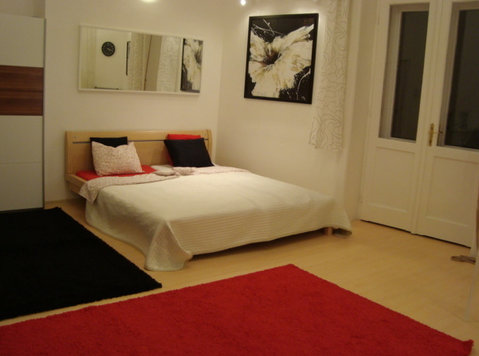 "Rakoczi sq.""corner room""& balcony,view,32m2,near university! - Flatshare"