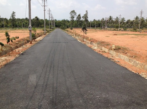 airport road biaapa approved sites for sale price 2200/- - Οικόπεδα