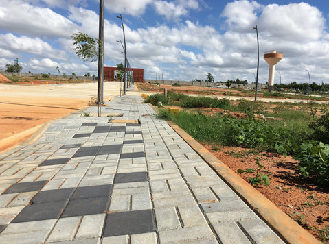 urban village gated community plots bangalore north - kia - Terrain