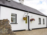 Ireland Sligo Cottage 3bd 12 Acres. Stunning Beach Location.
