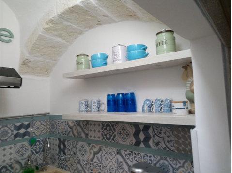 Via Abate Arcangelo Lotesoriere, Ostuni : 1747327 - Houses