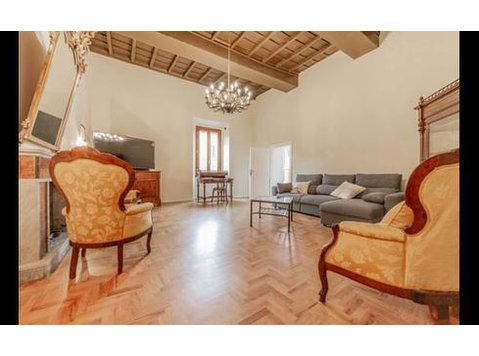 Piazza Cesare Leonelli, Campagnano di Roma : 1625235 - 아파트