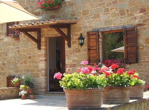 Renovated stone house near Gualdo (MC), Le Marche, Italy - Huizen