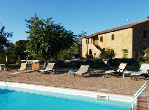 Furnished 8 bed Country house with Tuscan Views - Hus