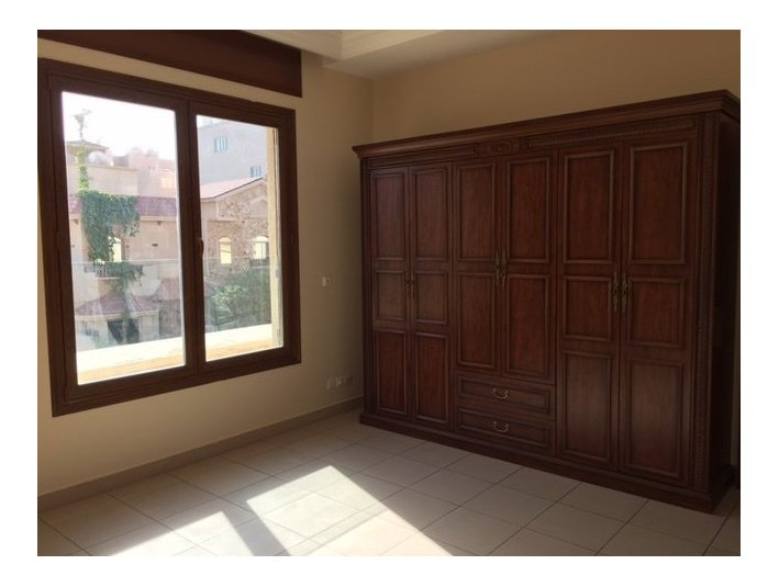 Deluxe 4 beds floor in Bayan with balcony and garden - Apartments