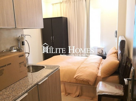 Furnished Studio for rent in Salmiya, Kuwait - Apartments