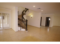 Lovely, unfurnished,4 bedroom villa w/pool in Salwa - Houses