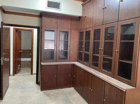 للإيجار مكتب - حولي شارع تونس مساحة 105 For rent an office - - Office / Commercial