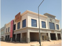 Stores for rent at Qreen market area - Office / Commercial