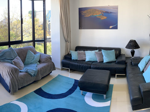 St Julians - Double Room, Airconditioned, ++storage - Flatshare