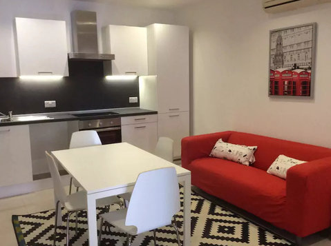 5 mins walk from University- 2 bedroom apartment - Dzīvokļi