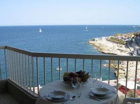 Sliema close to language school - Apartemen