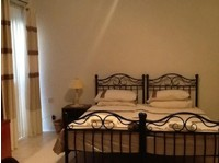 Twin bedded room with private bathroom. Central Swieqi - Flatshare