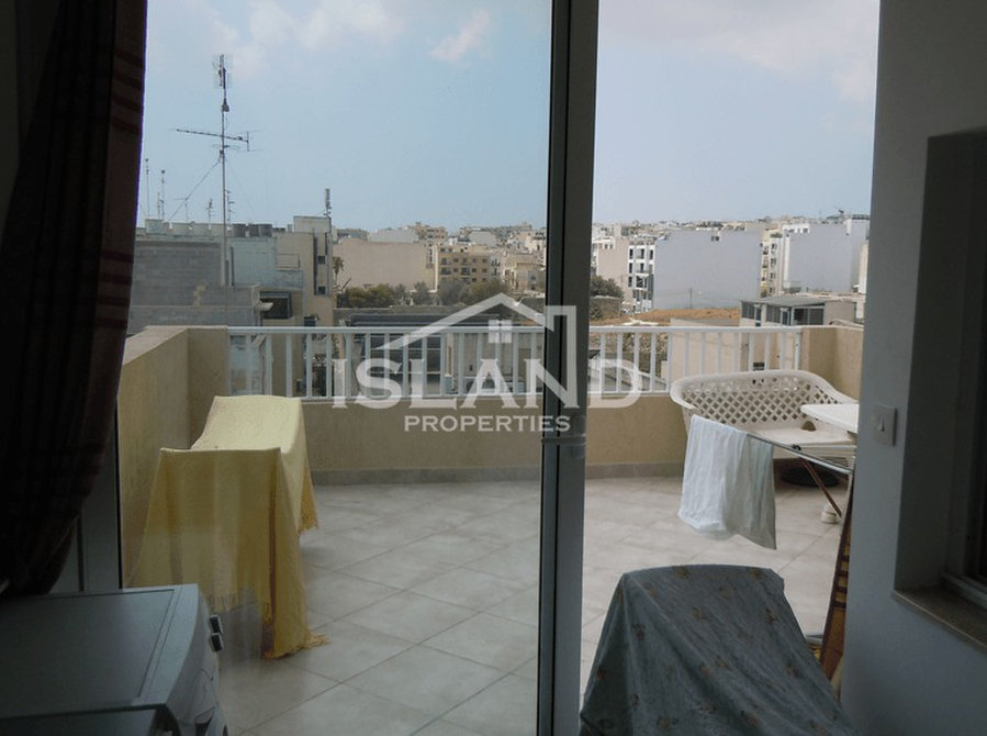 Gzira- €450: For Rent: Apartments In